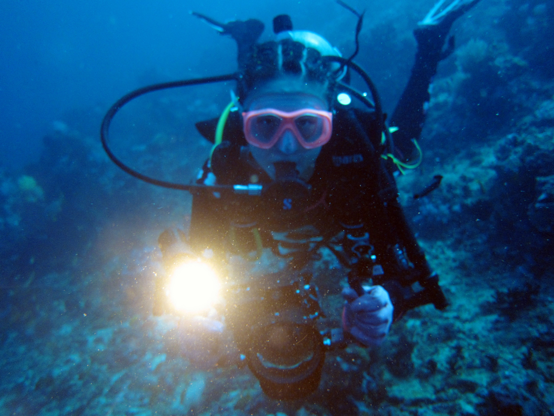 ARCHON Diving Flashlights Are Used in Qiandao Lake Underwater Research